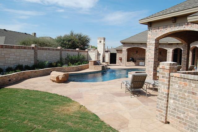 Elegant pool photo in Austin