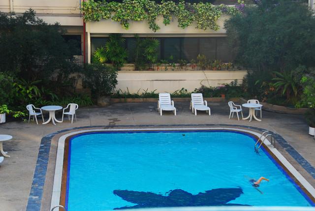 Moden Studio Condo contemporary-pool