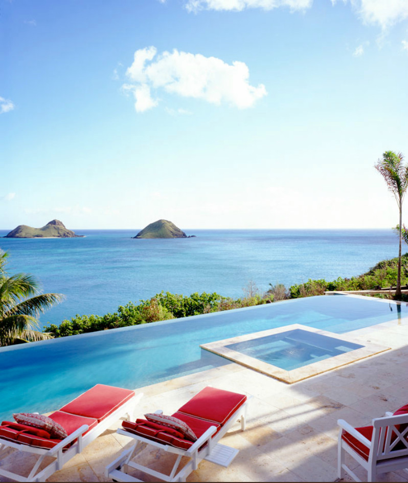 Example of a classic pool design in Hawaii