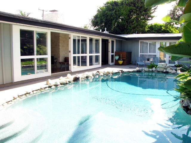 My Houzz: A Cliff May Home Leads the Way in Long Beach midcentury-pool