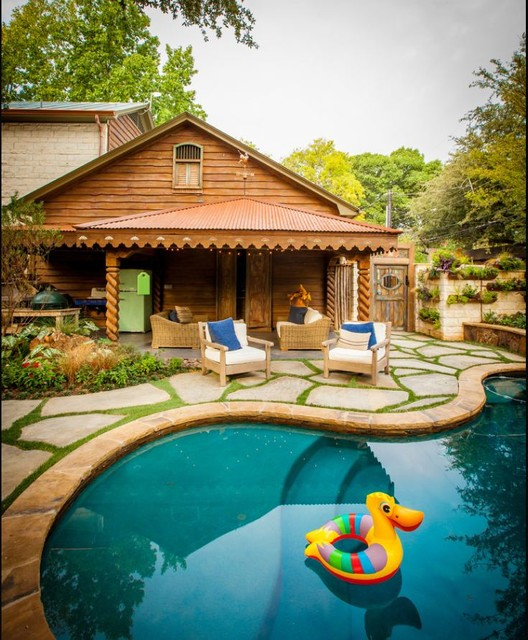 Traditional Garden With Pool: Natural Private Residence