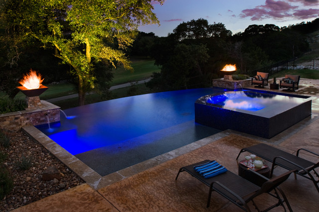 Negative edge pool with zero edge spa contemporary for Pool negative edge design