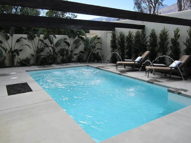 New palm springs pool with deck jet water features for Pool jets design