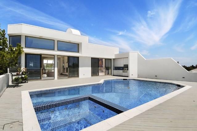 Oceanfront modern-pool