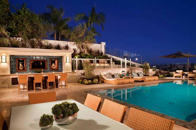 Orange County tropical-pool