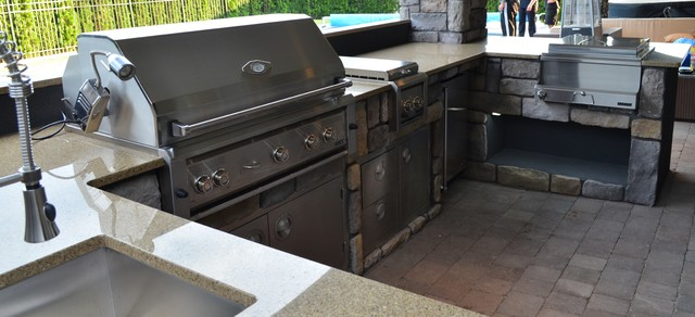 Outdoor Kitchen with Professional Solid Stainless Steel Built-In Grills traditional-pool