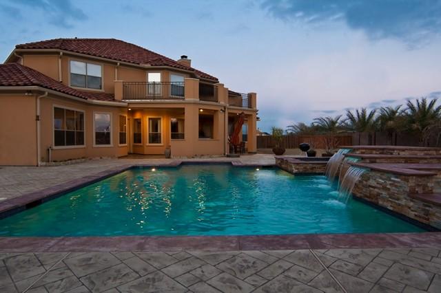 Outdoor Living mediterranean-pool