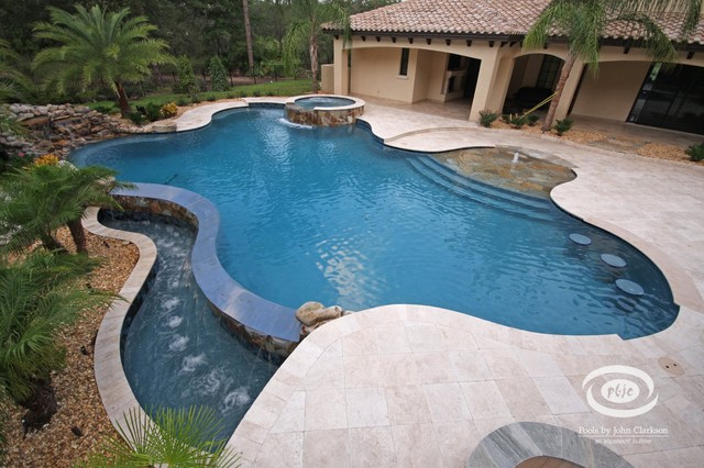 Pablo creek reserve vanishing edge tropical pool for Pool edges design