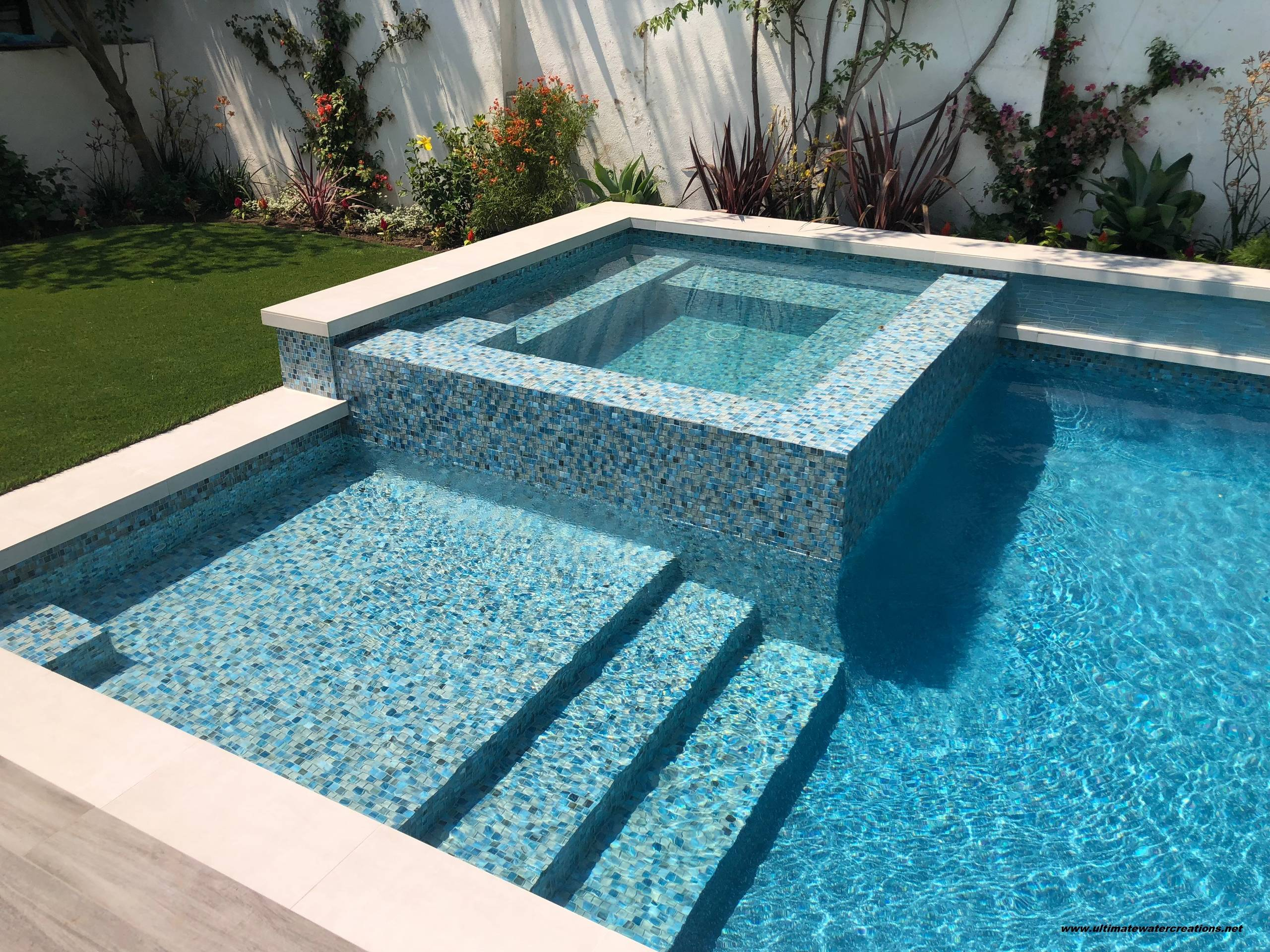 Pacific Palisades - Contemporary Rectangular Swimming Pool with Spa and Window