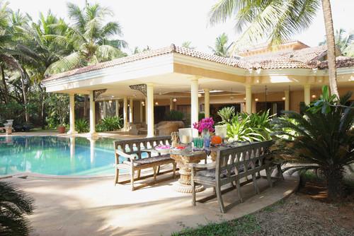 Indiai stílusú vízparti ház