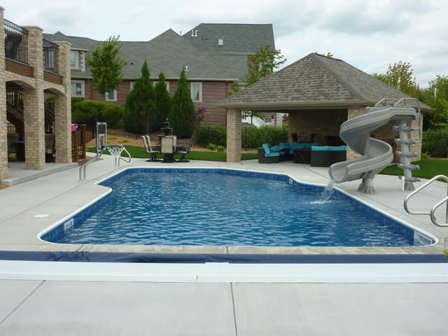 18 39 X 36 39 Freeform Inground Swimming Pool With Pool House Pool Milwaukee By Penguin Pools