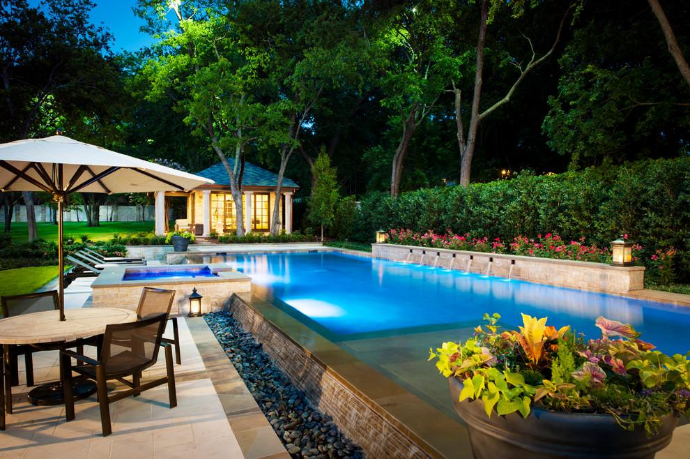 Ejemplo de casa de la piscina y piscina tradicional, grande, rectangular