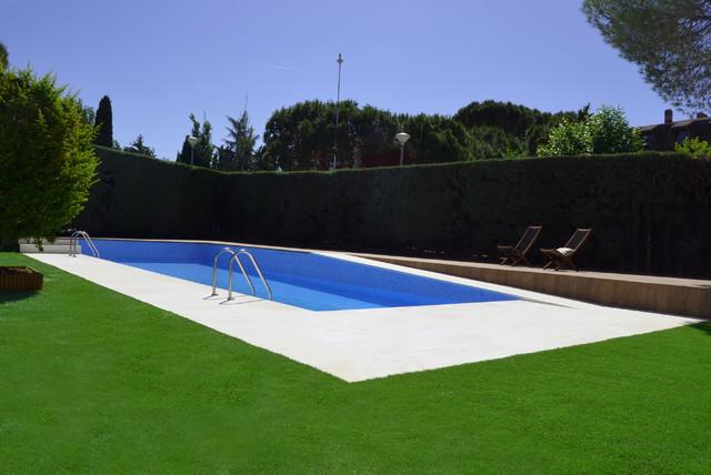 Piscina y jard n en dos alturas casa de campo piscina for Piscinas en altura