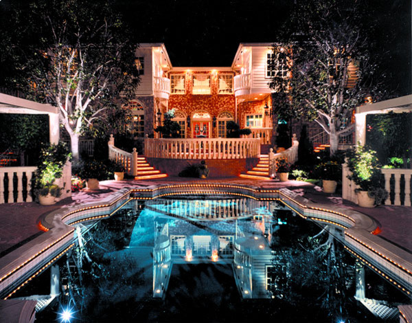Pool and landscape lighting contemporary-pool