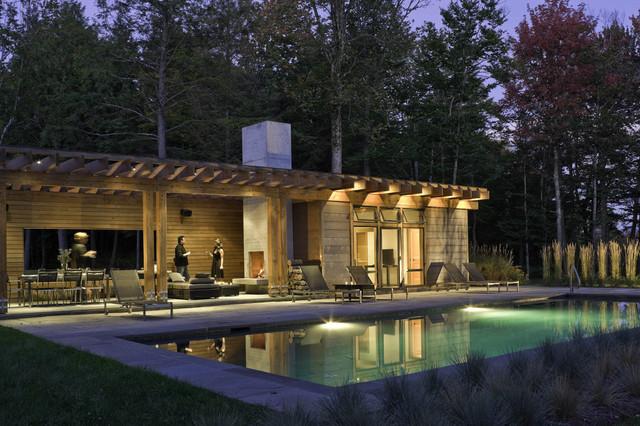 Pool pool house contemporain piscine burlington for Modern pool house plans