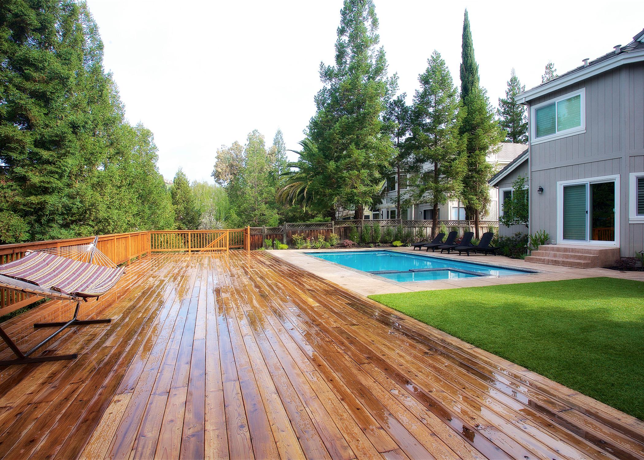 Pool, Deck & BBQ