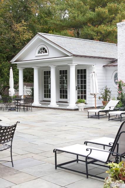 POOL HOUSE traditional-pool