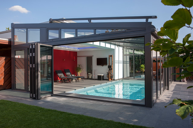 pool im wintergarten contemporary pool hamburg by l chte gmbh. Black Bedroom Furniture Sets. Home Design Ideas