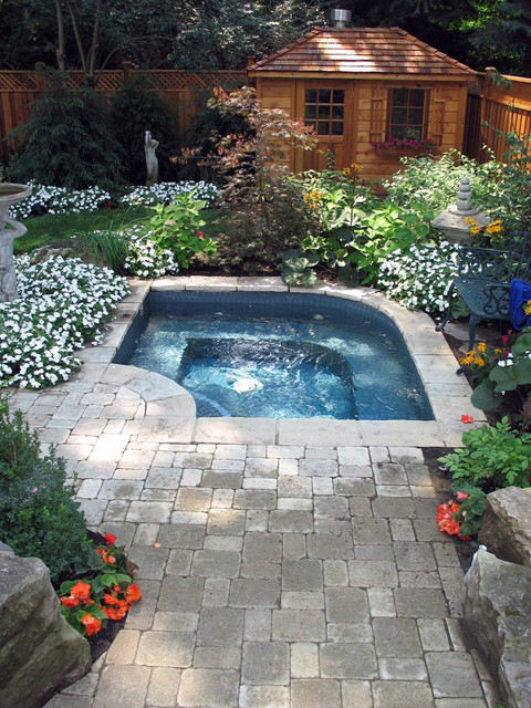 Backyard Jacuzzi Landscaping : Pools and Hot Tubs  Traditional  Pool  toronto  by Infinite
