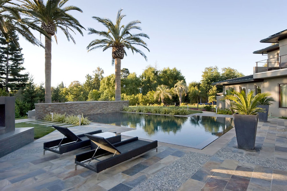 Example of a trendy infinity pool design in San Francisco