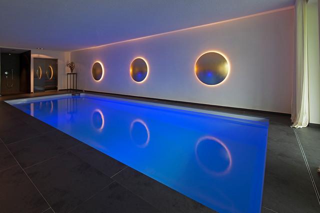 private schwimmhalle. Black Bedroom Furniture Sets. Home Design Ideas