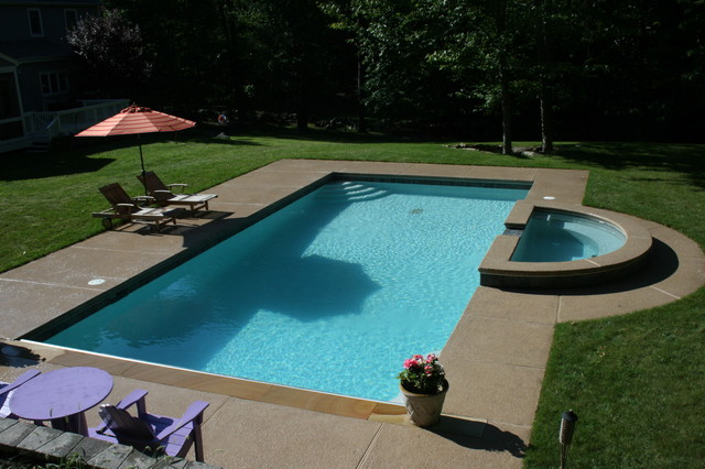 Raised Spa traditional pool