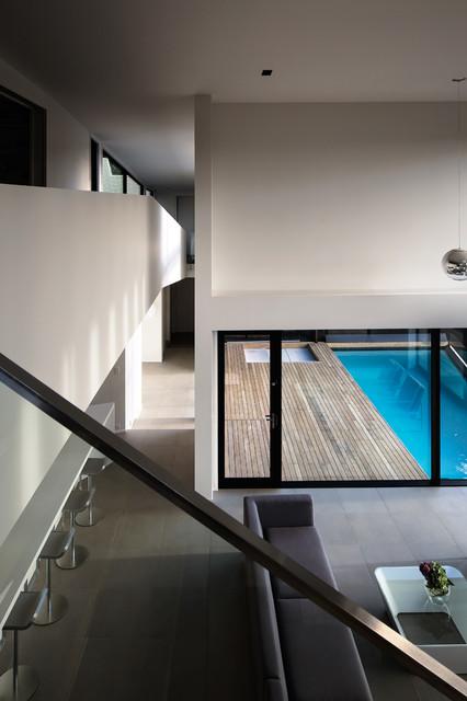 Raumati modern pool auckland by daniel marshall for Pool design auckland