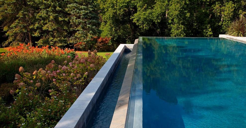 Imagen de piscina infinita actual