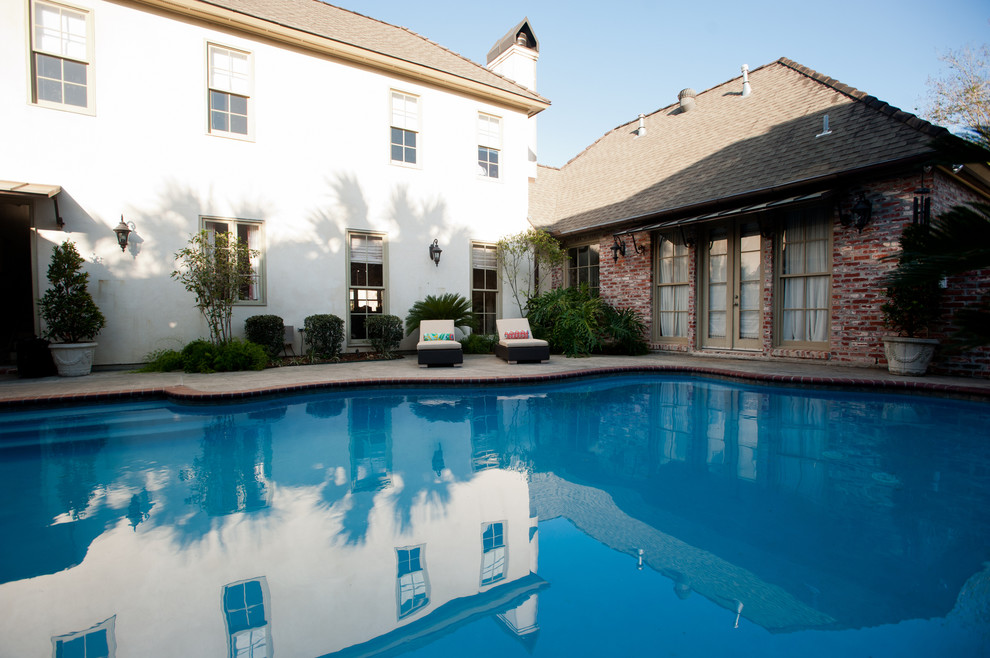 Inspiration for a contemporary pool remodel in New Orleans