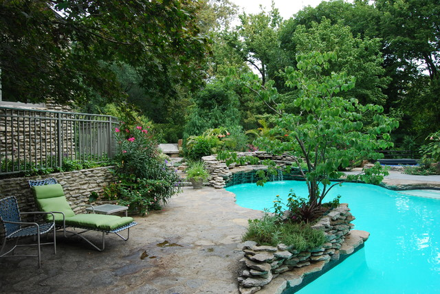 River Road traditional-pool