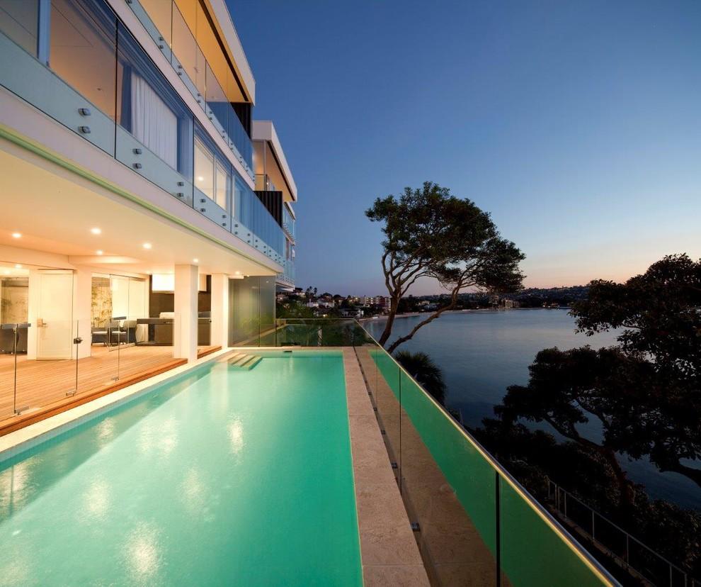Diseño de piscina minimalista rectangular