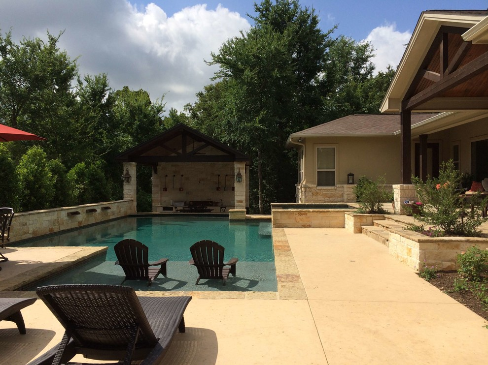 Example of a mid-sized classic backyard rectangular and stone lap hot tub design in Dallas