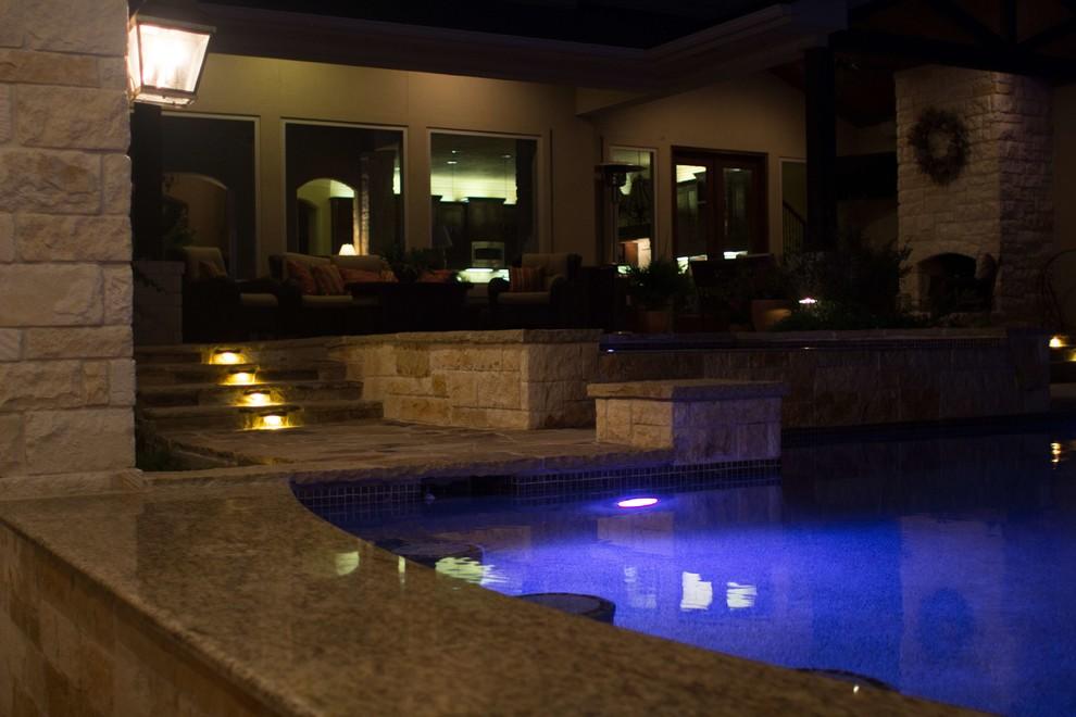 Elegant pool photo in Dallas