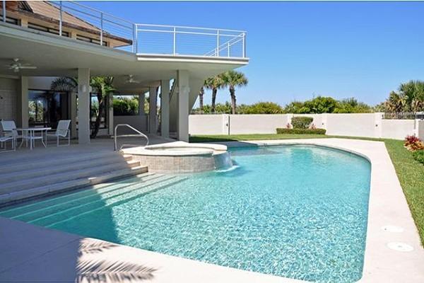 Saul Residence traditional-pool