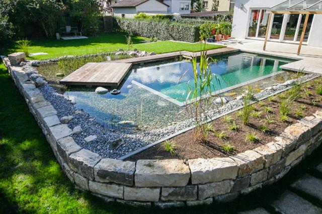 Schwimmteich mit holzdeck modern pools stuttgart for Garten pool komplettset