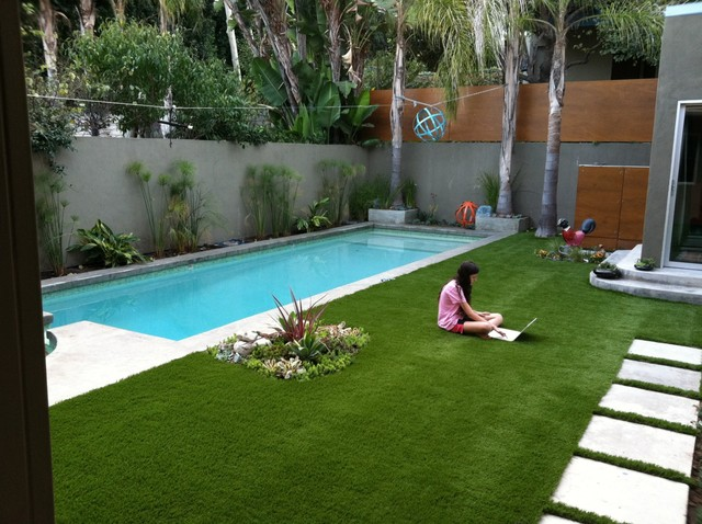 Silver lake backyard design for Jardin con piscina
