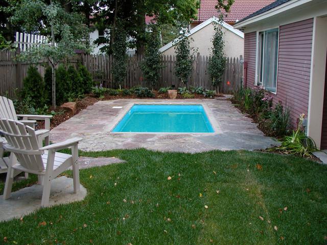 Small urban backyard pool - Traditional - Pool ...