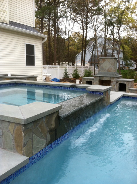 Southampton Negative Edge Infinity Pool Construction By Patricks Pools Builder Traditional