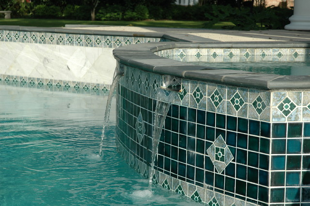 Southern Estate traditional-pool