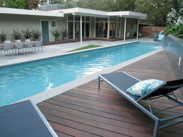 Spa Oasis midcentury-pool