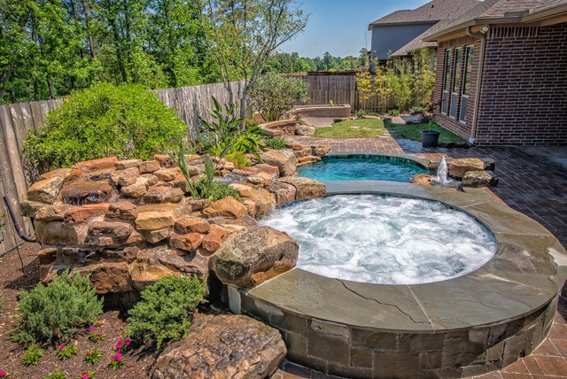 Suburban courtyard pool and spa houston by mirror lake for Courtyard designs with spa