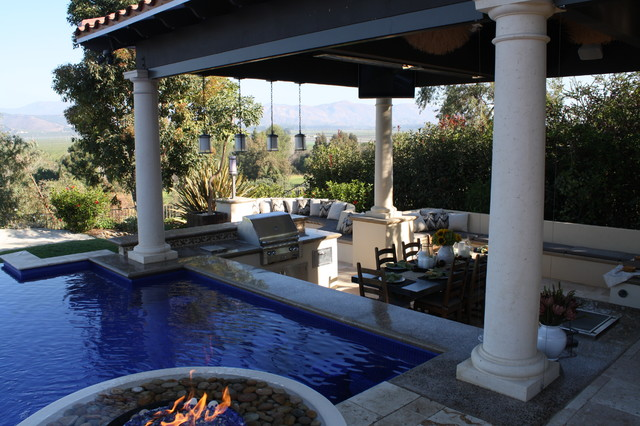 Swim up bar adjacent to sunken dining room mediterranean - Pictures of pools with swim up bars ...