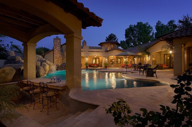 Swim up br traditional pool phoenix by red rock for Pool design with swim up bar