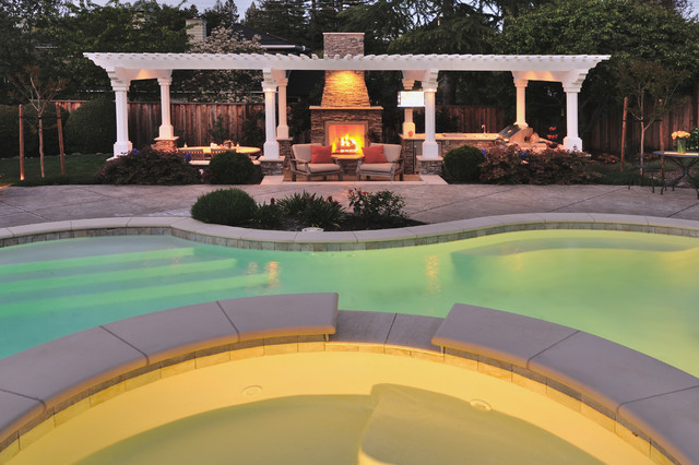 Swimming Pool & Water Features traditional-pool