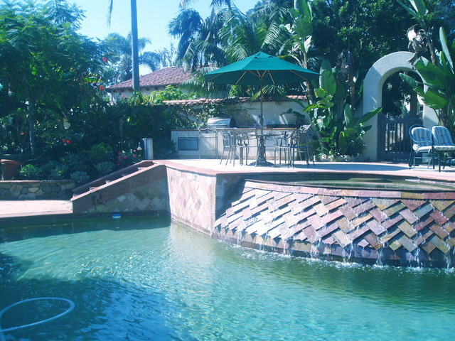 Swimming pools spas grottos waterfalls cascades and for Swimming pool grotto design