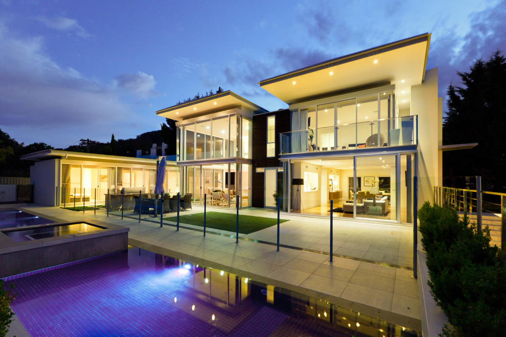 Contemporary pool in Canberra - Queanbeyan.