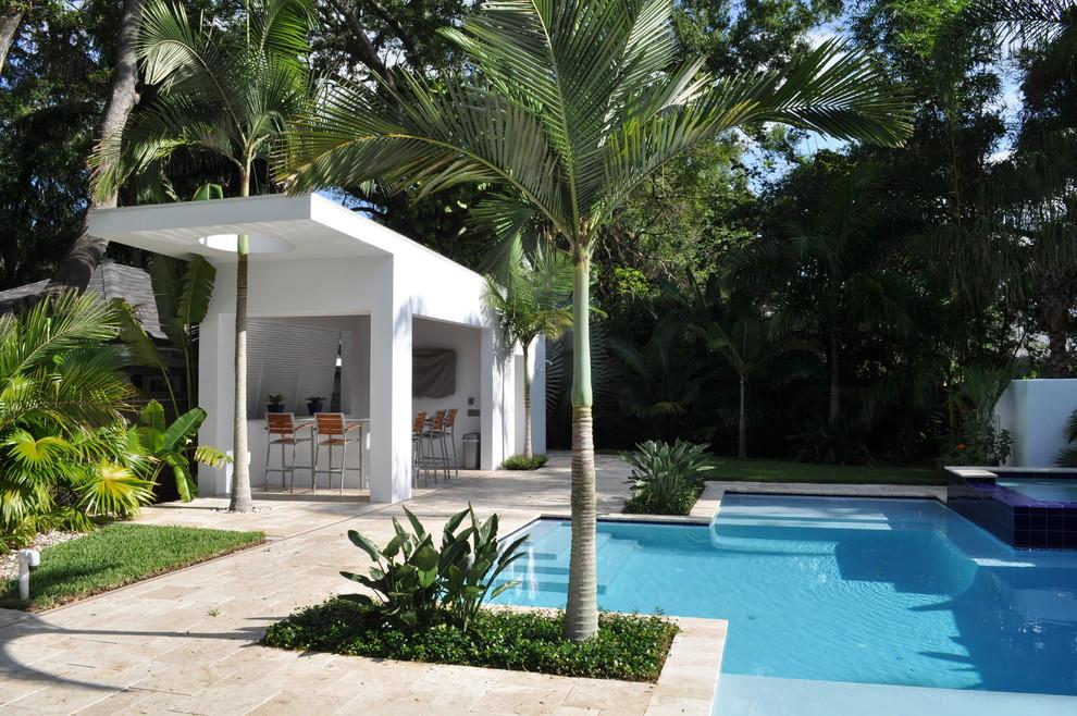 Imagen de piscina tropical a medida