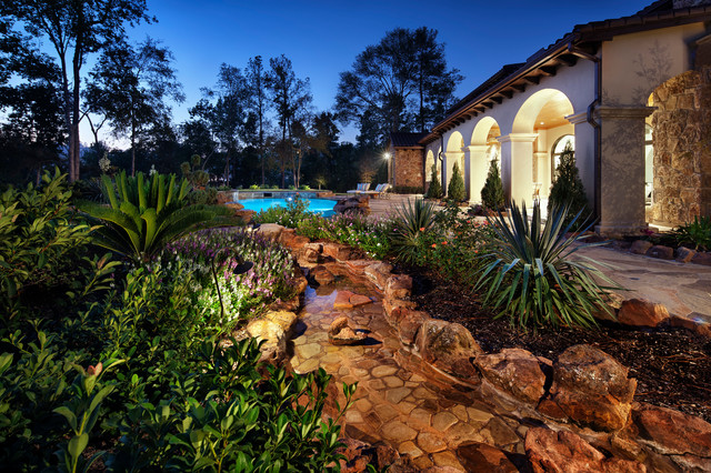 Texas chic mediterranean pool austin by jauregui for Houzz landscape architects