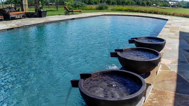 Texas Classic traditional-pool