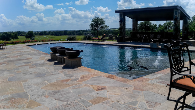 Texas Classic traditional-pool